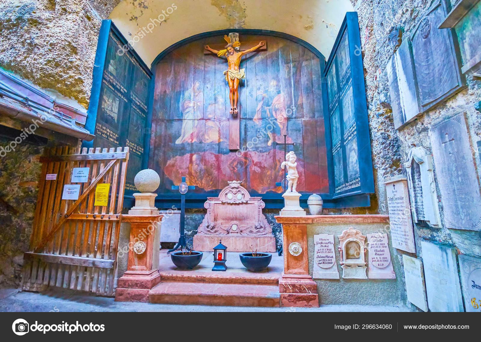 Reruntuhan Gereja Banza